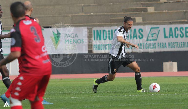 Mario Gómez durante un partido.