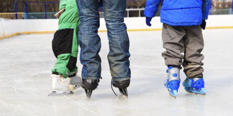 La pista de hielo se convierte en un clásico de la Navidad leonesa