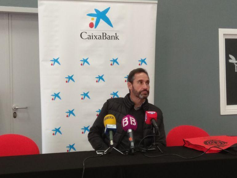 Vicente Moreno tantea un cambio de sistema debido a las bajas del equipo