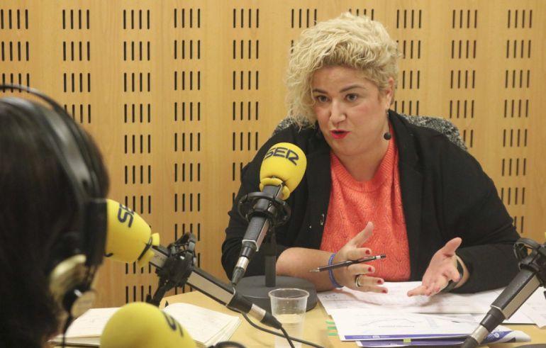 La diputada de Políticas Sociales, Maite Peña, en los estudios de Radio San Sebastián.