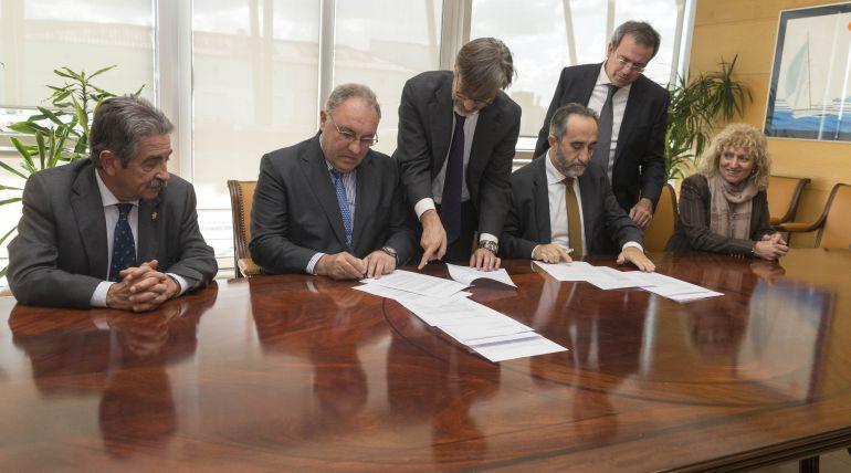 Rúbrica del acuerdo entre Sidenor y Sodercan.