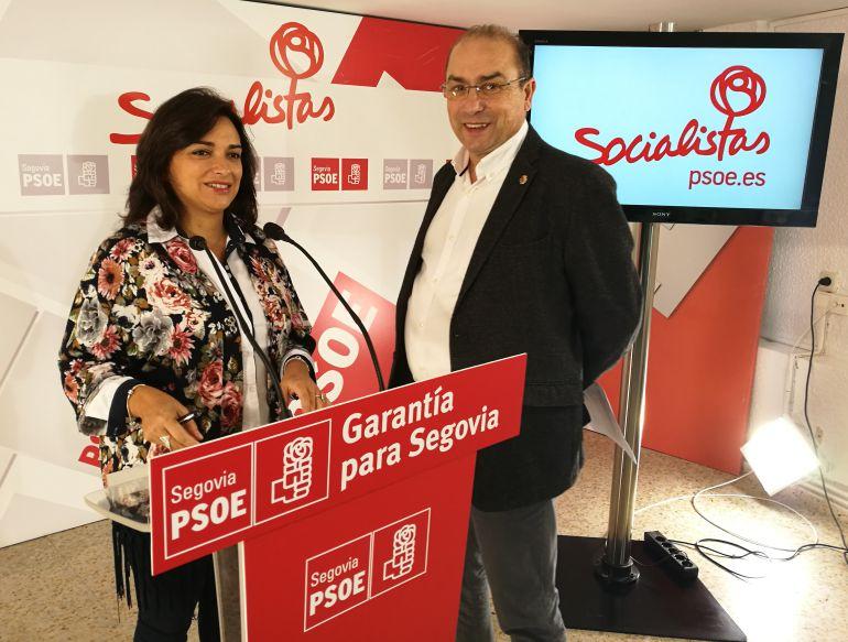 La portavoz del PSOE Alicia Palomo junto al secretario de organización José Antonio Mateo esta mañana en la sede de su partido