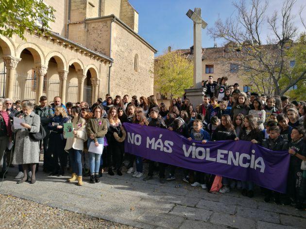 El Consejo Municipal de la Mujer ha organizado este acto con la colaboración de la Asociación de vecinos Justo y Pastor del barrio del Salvador