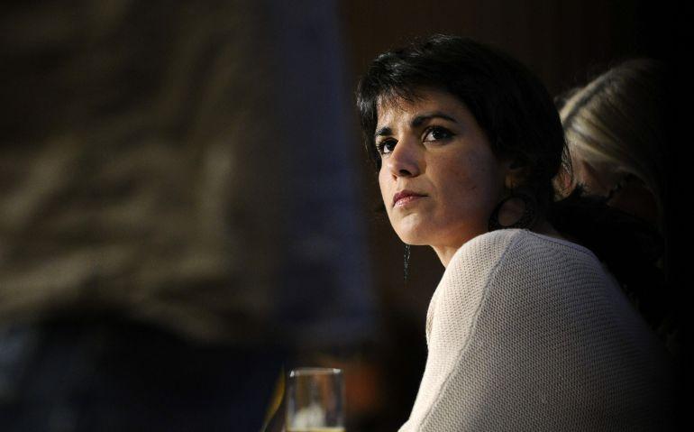 """El empresario acusado de simular besar a Teresa Rodríguez pide el archivo de la causa """"porque ella no es timorata"""""""