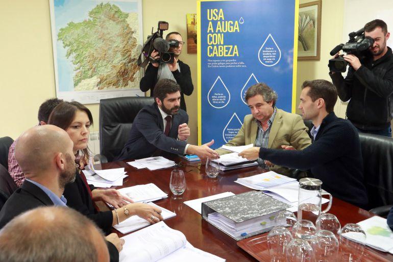 Roberto Rodríguez en una reunión con alcaldes para evaluar la situación de sequía