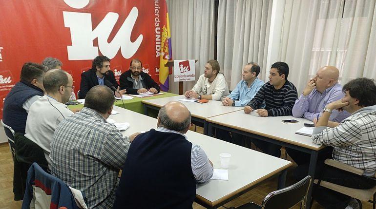 José Sarrión y el coordinador provincial de IU, José Jiménez, se han reunido con representantes de los trabajdores de AN SCOOP y de los sindicatos