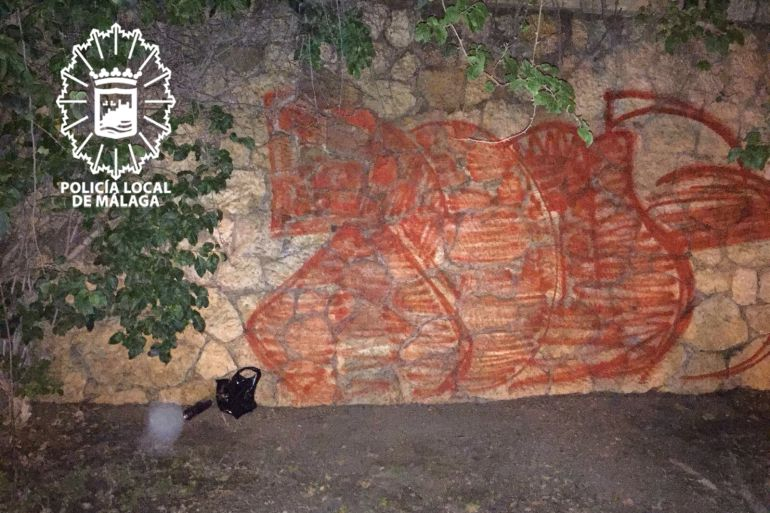 Una de las pintadas de Tous en el Cementerio Inglés de Málaga