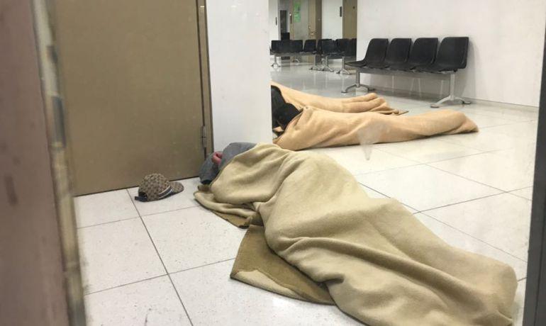Durmiendo en el suelo y sin colchón en la Fiscalía de Menores de Barcelona