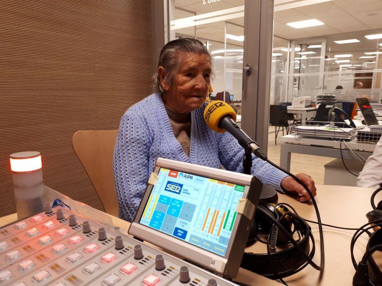 Gregoria Echevarría, miembro por derecho propio de nuestro Club Gran Reserva, ha sido una de las primeras invitadas en estrenar los nuevos estudios de Radio Aranda