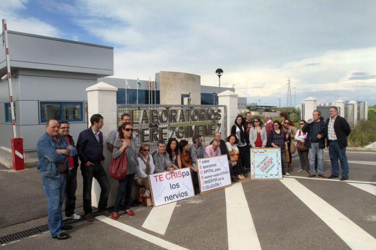 Imagen de archivo de los trabajadores a las puertas de la empresa.