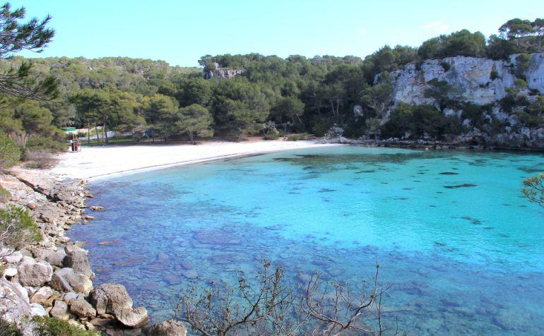 El servicio de lanzadoras llevará a la gente hasta la playa de Macarella.