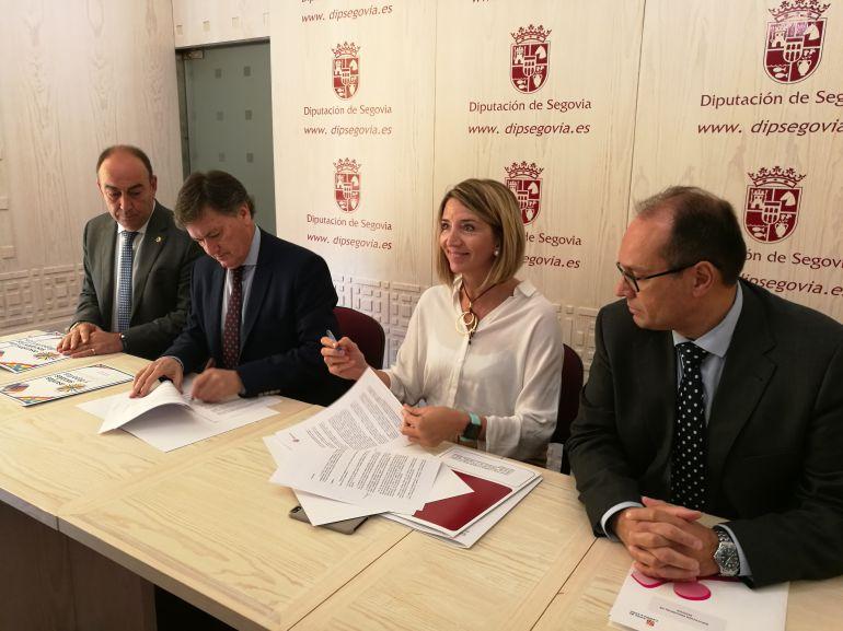 Imagen de la firma del Acuerdo Marco para la financiación de los Servicios Sociales en la provincia de Segovia
