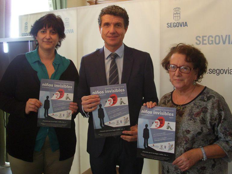 Ana Marugán de AFASEGO, Andrés Torquemada, concejal Servicios Sociales y Participación y Mª Ángeles Martín de Caminantes.