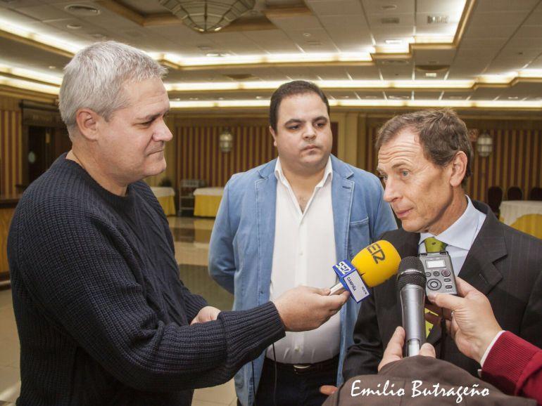 El director de relaciones institucionales del Real Madrid, Emilio Butragueño, visitó Martos por el 30 aniversario de la peña madridista de la localidad