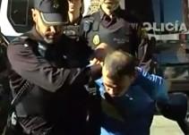 El detenido en Alzira por degollar a su hija de dos años participa en la reconstrucción del crimen