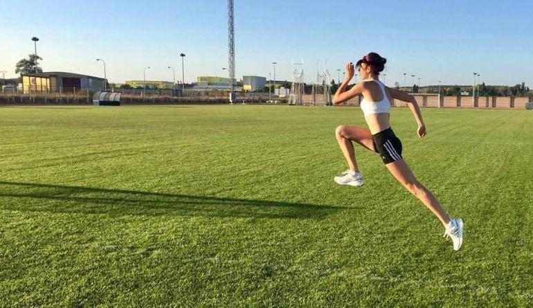 Celia Antón durante uno de sus entrenamientos en el campo de Las Pistas de El Montecillo.