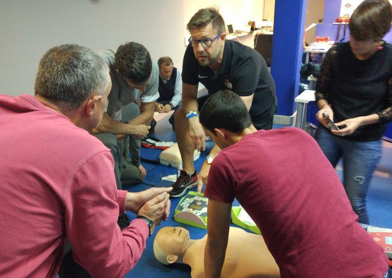 La Ponferradina aprovechó esta jornada para llevar a cabo un curso de reanimación donde estuvieron técnico y empleados del club.