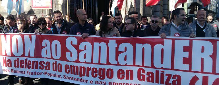 Movilización ante el Banco Santander