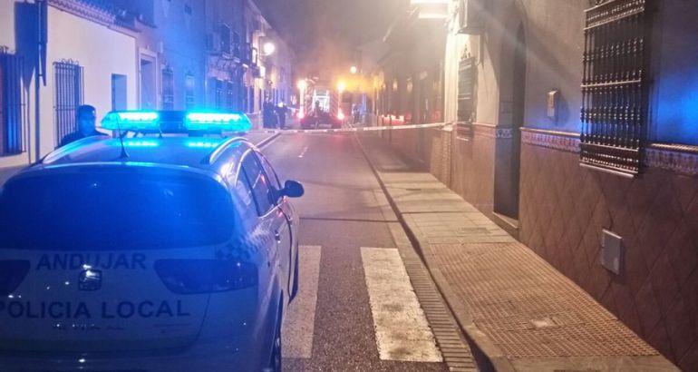 Momento de la llegada de la Policía Local de Andújar al lugar del siniestro.