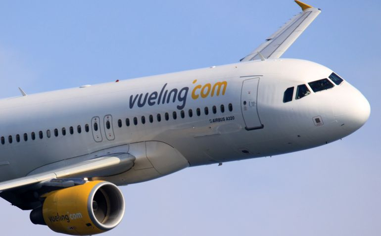 Vueling impidió volar a dos mujeres menorquinas por hablar catalán según afirman las afectadas.