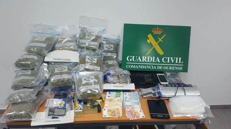 La Guardia Civil de Ourense detiene a los presuntos autores de un delito de tráfico de drogas y desarticula tres puntos de venta.