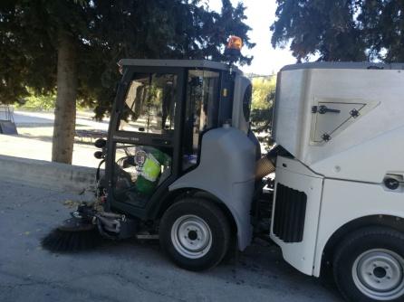 La nueva máquina está dotada de la ultima tecnología para hacer más eficiente la limpieza por su diseño que posibilita mas acciones, con respecto a la antigua máquina con la que cuenta el ayuntamiento