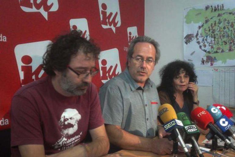 Miguel Ángel Viñas, Francisco Guarido y Laura Rivera en la rueda de prensa en la que se presentaba la consulta a las bases de IU Zamora sobre la confluencia para las elecciones municipales de 2019