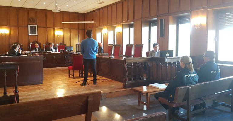 El acusado, prestando declaración en la Audiencia Provincial