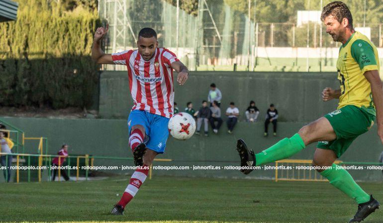 Pablo Ganet durante el partido en Los Barrios.