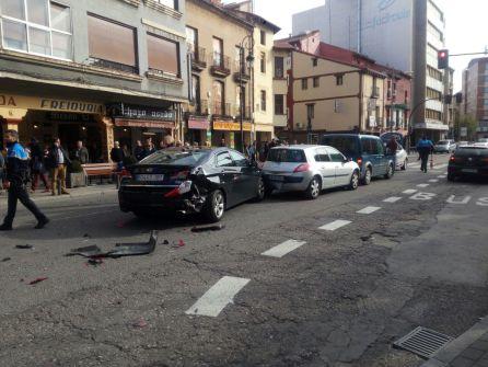 Varios turismos resutlaron implicados en este accidente, sin que haya que lamentar heridos