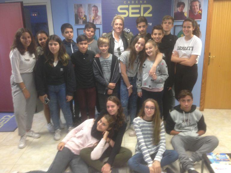 Alumnos del Instituto Blanca Dona en Radio Ibiza SER