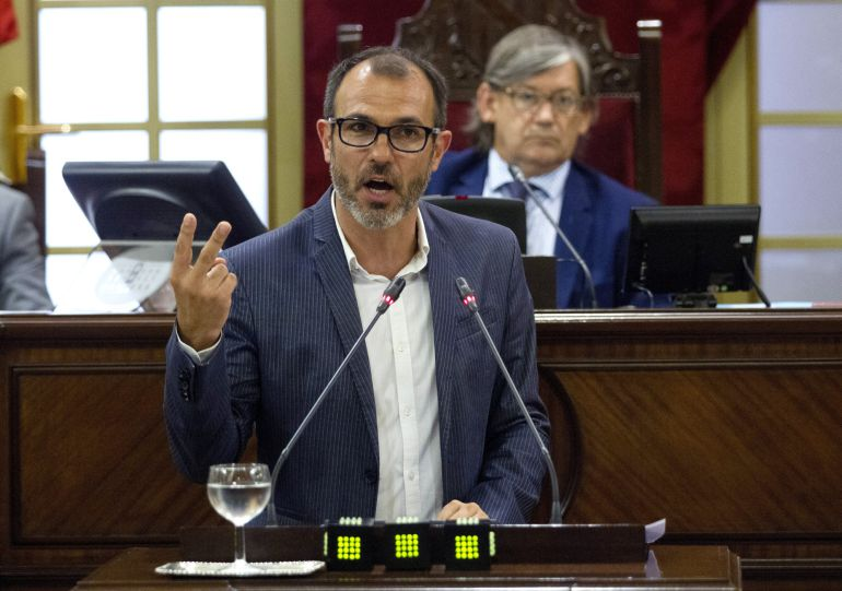 Barceló se resiste a aclarar si destituirá a Carbonell en caso de ser imputada