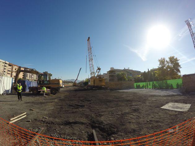 """La zona de la """"playa de vías"""" donde se han iniciado las obras de apantallamiento del futuro túnel"""