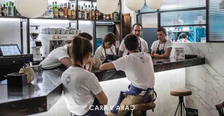 """El equipo de profesionales de """"Ajo de Sopas"""" ultimando los detalles"""