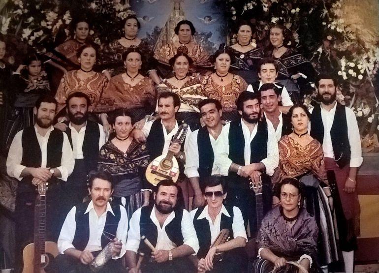Primera actuación del grupo Caño Gordo en la ofrenda floral a la Virgen de Riánsares en 1981