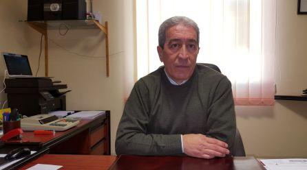El exalcalde de Huesa, Francisco Javier Gómez en su despacho de la gestoria que regenta