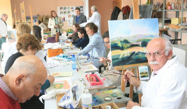 Las clases de dibujo y pintura se llenan de alumnos, convirtiéndose en un clásico dentro de la oferta cultural del municipio