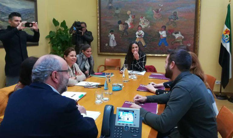 Reunión entre la Junta de Extremadura y Podemos Extremadura