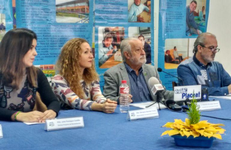 Francisco Valverde junto a Casimiro Lopez (i), Georgina Sánchez (cd) y Julia Paniagua (d) durante la rueda de Plena Inclusión Placeat
