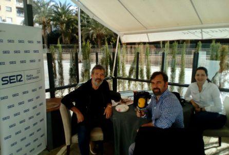 En la foto de izquierda a derecha: Antonio Fidel, músico y compositor cartagenero; Miguel Meroño, director-presentador de Hoy por hoy Cartagena y María Gómez García chef de Restaurante Magoga.