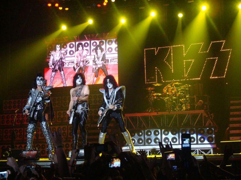 The Kiss en una actuación en directo en 2008 en Bilbao