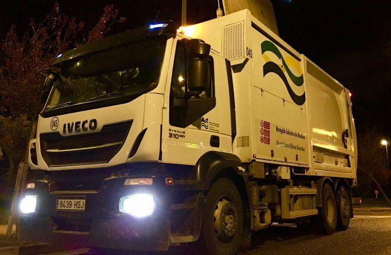Los profesionales de la MCP recorren cada noche cientos de kilómetros recogiendo los residuos reciclados de los ciudadanos.