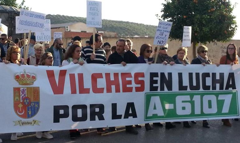 Una pancarta abria la manifestación que comenzó en la plaza de la Constitución.