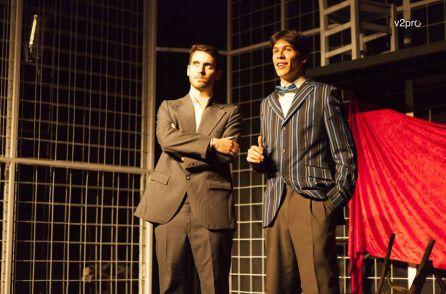 Francisco Reyes narrador que introduce la obra junto un Federico García Lorca en su época juvenil encarnado por Alberto Plaza