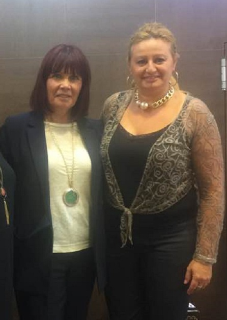 Juani Méndez (derecha) junto a Micaela Navarro, presidenta del Psoe de Andalucía