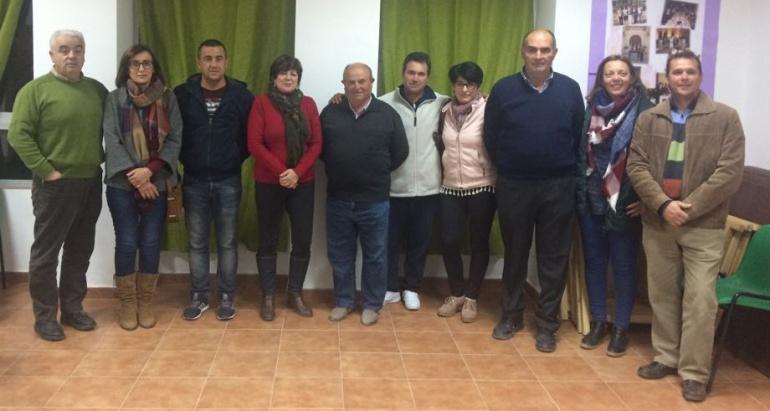 Nueva ejecutiva del Psoe de Mogón, que mantiene a Marimí Torres (de rojo) como secretaria general.