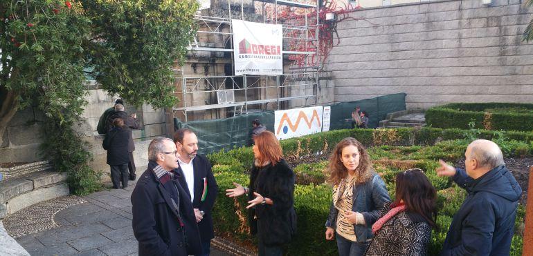 Jesús Vazquez y Marisol Díaz visitan las obras de restauración de la fuente