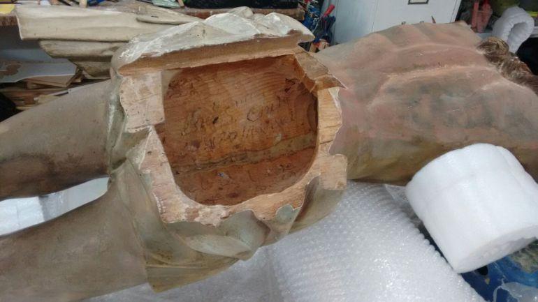 Hueco del Cristo del Miserere donde han aparecido los manuscritos de 1777