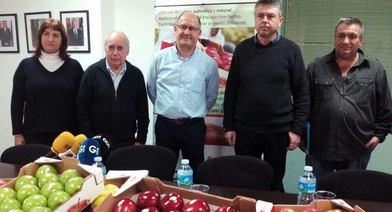 Llorenç Frigola (camisa blava) amb els representants de la patronal i els sindicats.