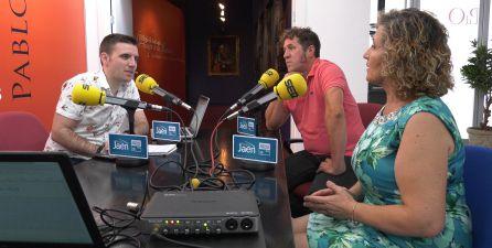 César García entrevista a José Joaquín García, guía del Centro de Interpretación, y a Mari Luz García, presidenta de la asociación de mujeres.